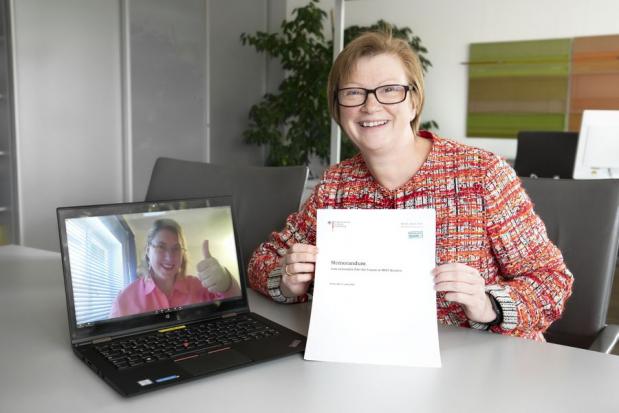 Frau Lucke und Frau Fritze in einer Videokonferenz